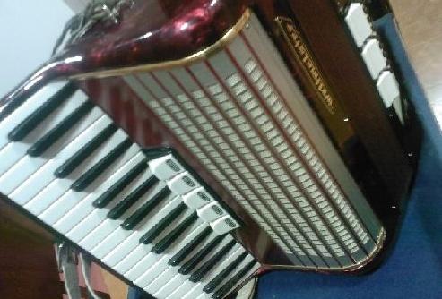 İkinci el akordiyon ucuz fiyata satılıktır