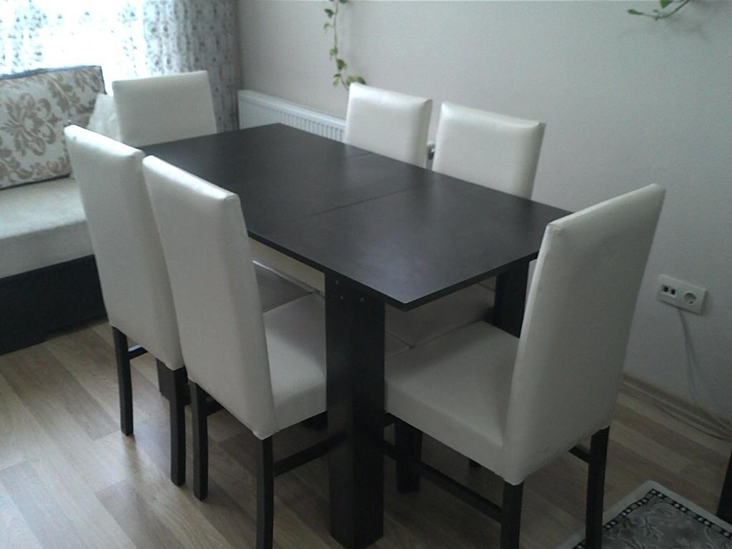 Kullanılmış temiz ahşap yemek masası