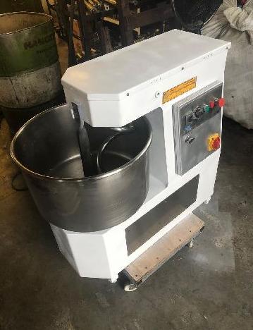 İkinci el spiral hamur yoğurma makinesi mikserli 40 kg