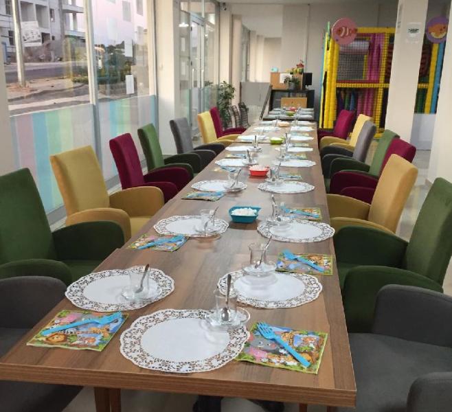Restaurant düğün dernek için geniş yemek toplantı masası